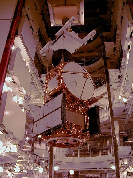These photos were taken during the Dual Payload Attach Fitting (DPAF) mating operation with Jason-1. (11/13/01) Photos: Scott Michel